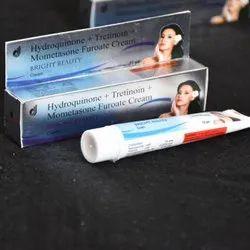 Hydroquinone Tretinoin Mometasone