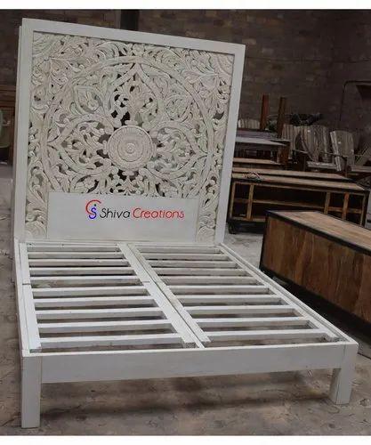 Indoor White Indian Hotel Bedroom, Carved Wooden Indian Furniture