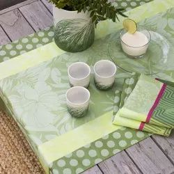 Jacquard Runner With Napkin