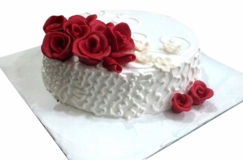 White Icing With Red Roses Cake