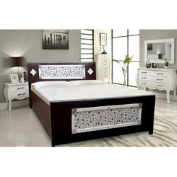 H 36 X W 63 D 86 Brown And White Designer Box Bed