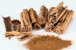Cinnamomum Extracts