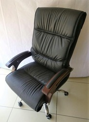 Oskar Executive Chair