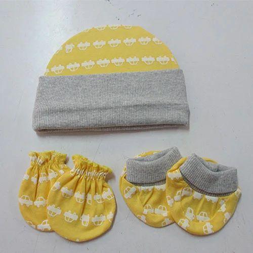 4a062fe6b20 Magic Train Woolen Designer Baby Cap Mittens Booties
