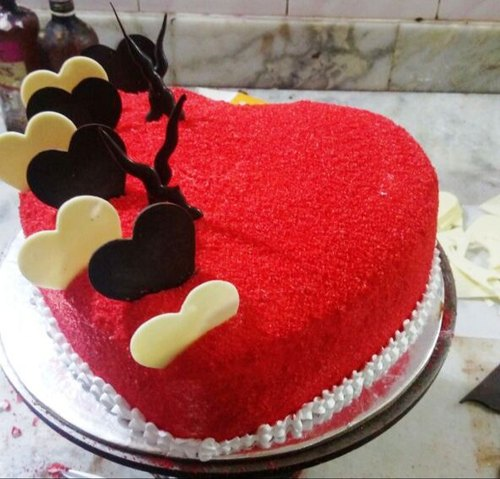 Astonishing Red Velvet Cake With Chocolate Topings At Rs 1200 Kilogram Personalised Birthday Cards Rectzonderlifede