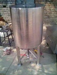 steel water Storage Tank, Storage Capacity: 2000L