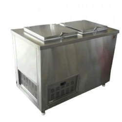 Silver SS Deep Freezer, Electric, Capacity: 400 L