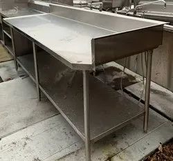 Polished Commercial Stainless Steel Working Table, For Restaurant