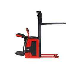 1.4 - 2 Ton Electric Stacker