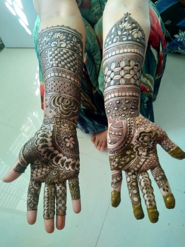 latest bharwa mehndi design