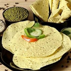 Pale Yellow 250 Gram Moong Papad, Packaging Type: Packet