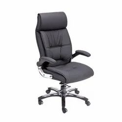 SF-135 Director Chair
