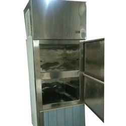 Single Phase Silver 2 Door Vertical Fridge, Capacity: 1 ton