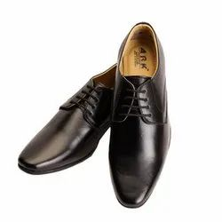 Lace-Up Black Leather Shoes, Packaging Type: Box