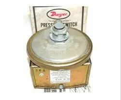 Dwyer 1823-40 Low Differential Pressure Switch Range 5-44  Inches wc