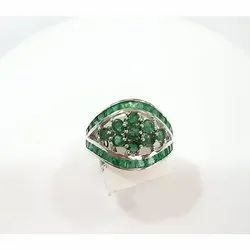 Emerald Finger Ring