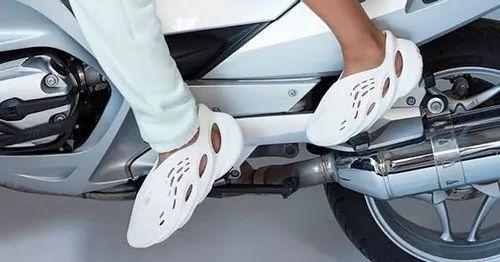 Adidas Yeezy Foam Runner at Rs 950