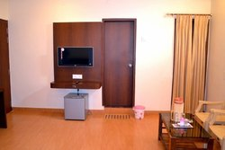 Non Ac Breakfast Hotels Accommodation Service, Restaurant
