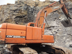 Doosan Excavator for Sale 225LCB, Capacity: 1.0 Cum