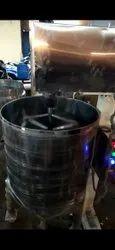 3 Phase Stirrer Mixer, Model Name/Number: Smw, Capacity: 200 Kg
