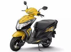 Dazzle Yellow Metallic Honda Dio, Fuel Tank Capacity: 5.3 L