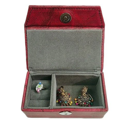 Red Leather Jewelry Gift Box, Box Capacity: 700gm